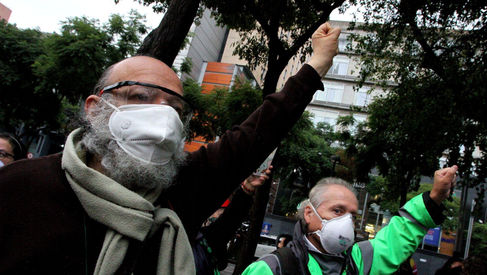 Jaime Rello, del Movimiento Urbano Popular, durante la conmemoración de los sismos de 1985 y 2017 en la plaza de la Solidaridad - Sputnik Mundo, 1920, 19.09.2020