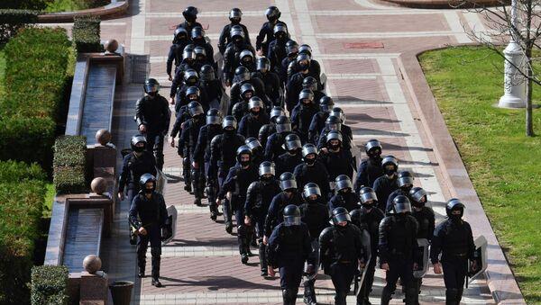 Fuerzas de seguridad bielorrusas durante las protestas - Sputnik Mundo