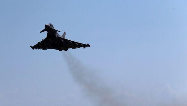 Un caza Eurofighter Typhoon de la Real Fuerza Aérea del Reino Unido (archivo) - Sputnik Mundo
