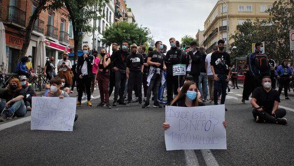 Los ciudadanos de las zonas de Madrid afectadas por las restricciones salen a la calle a protestar - Sputnik Mundo