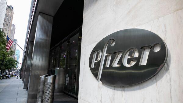 El logo de Pfizer - Sputnik Mundo