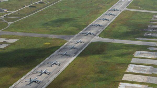 Aviones estadounidenses en la base aérea de Andersen, en la isla de Guam - Sputnik Mundo