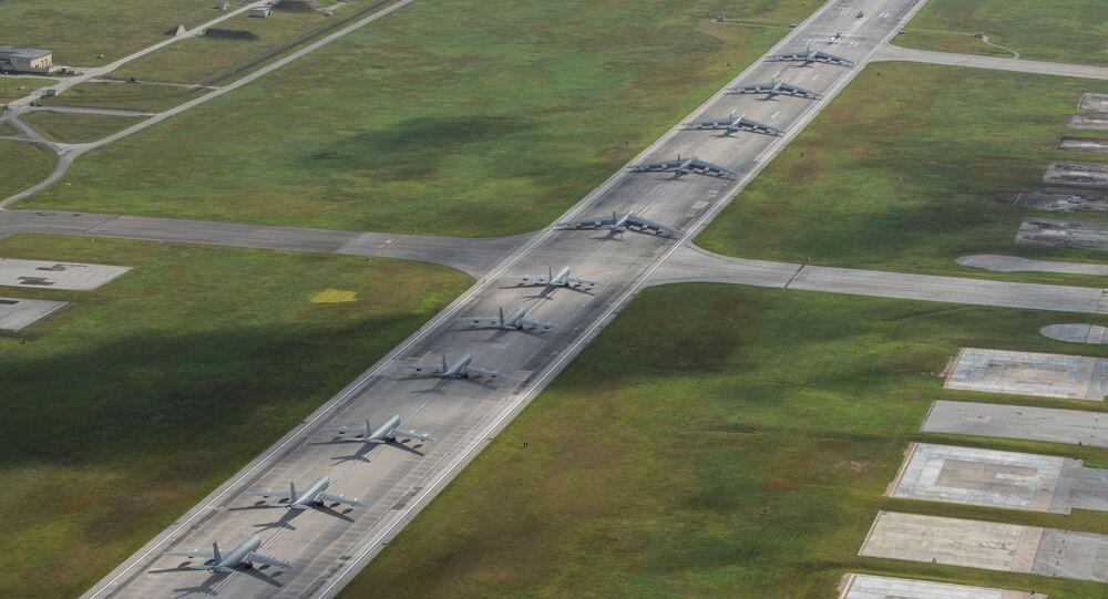 Aviones estadounidenses en la base aérea de Andersen, en la isla de Guam