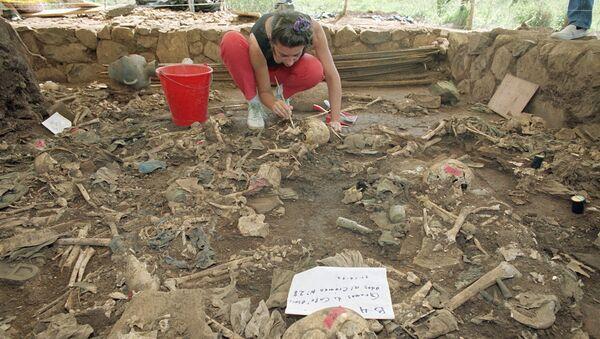 Lugar de la masacre perpetrada por militares en El Mozote en el Salvador en 1981 - Sputnik Mundo