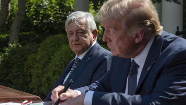 El presidente de México, Andrés Manuel López Obrador, con su par estadounidense, Donald Trump - Sputnik Mundo