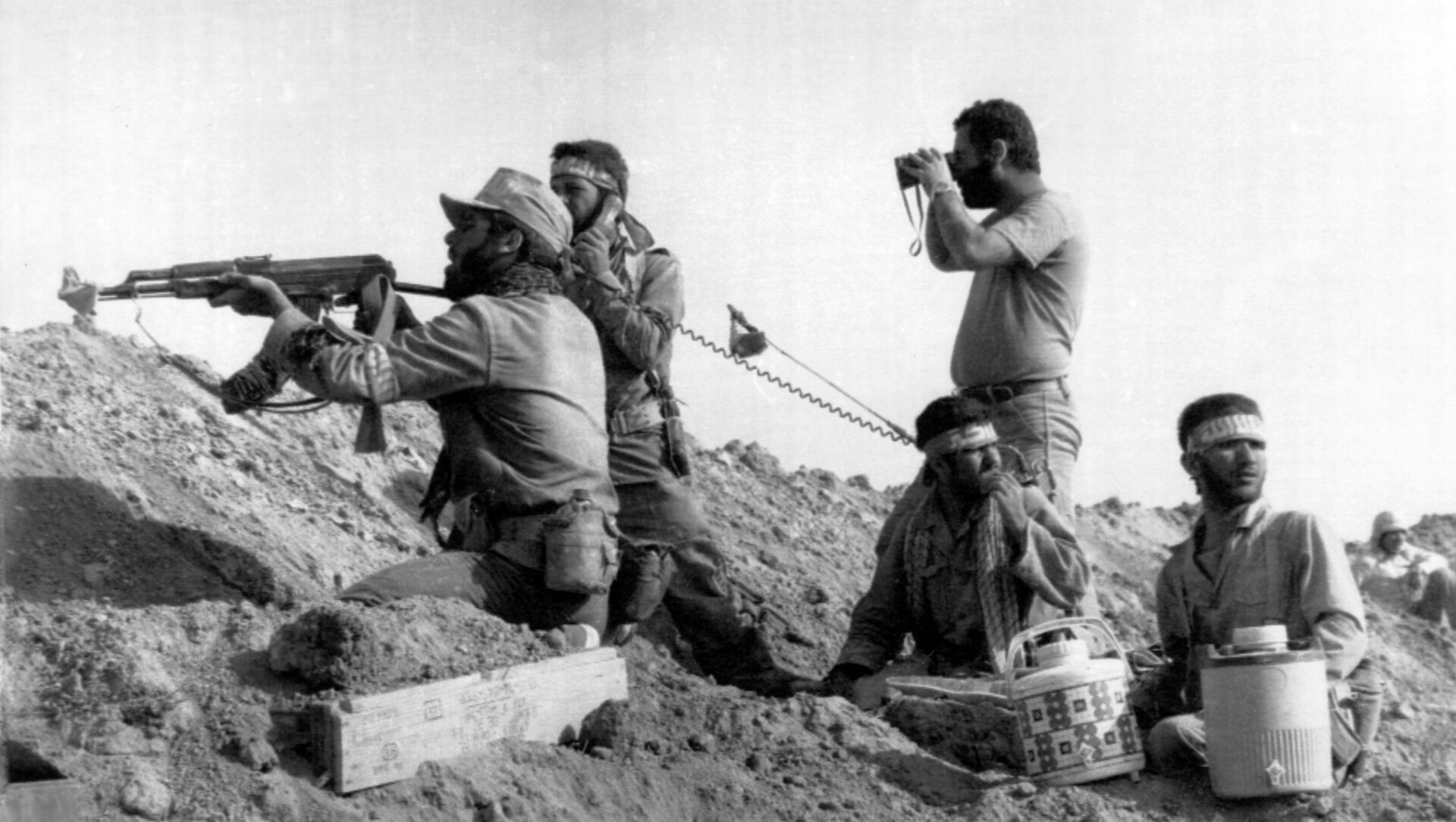 Soldados iraníes durante la guerra con Irak - Sputnik Mundo, 1920, 22.09.2020