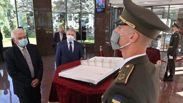 Josep Borrell, alto representante de la Unión Europea (UE) para la Política Exterior, durante su visita a Kiev, Ucrania - Sputnik Mundo