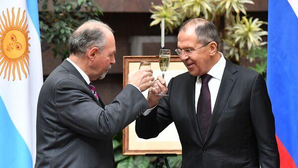 El embajador argentino en Moscú, Ricardo Lagorio, y el canciller ruso, Serguéi Lavrov - Sputnik Mundo