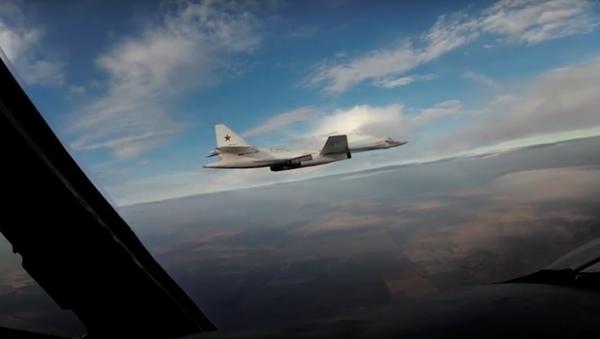Los Tu-160 rusos vigilan la frontera de Bielorrusia con la OTAN - Sputnik Mundo