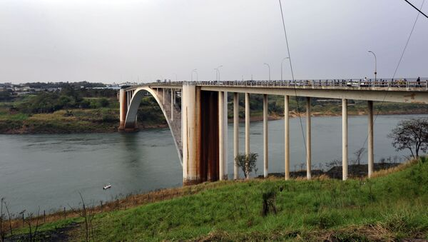 El Puente de la Amistad entre Paraguay y Brasil (archivo) - Sputnik Mundo