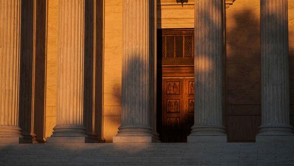 Entrada principal del Tribunal Supremo de Estados Unidos - Sputnik Mundo