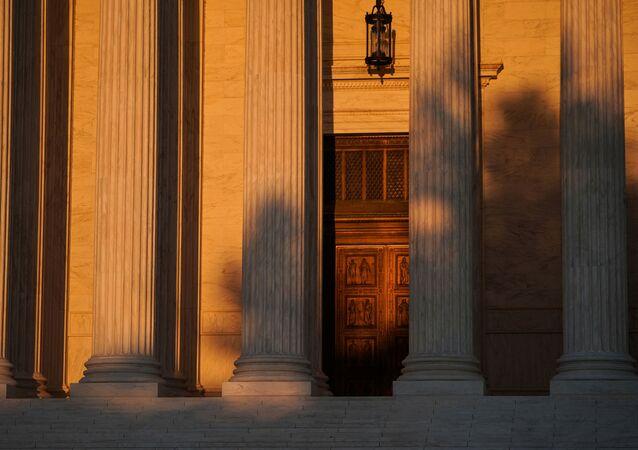Entrada principal del Tribunal Supremo de Estados Unidos