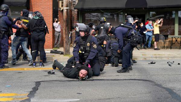 Protestas en Louisville, EEUU - Sputnik Mundo