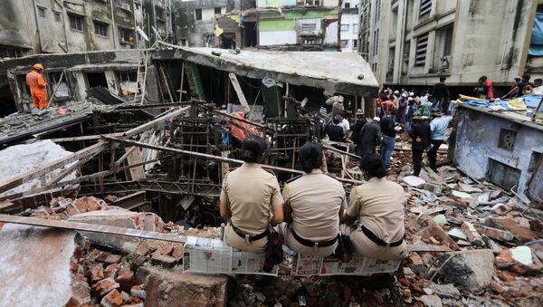 Derrumbe de un edificio en Bhiwandi, en la periferia de Bombay - Sputnik Mundo