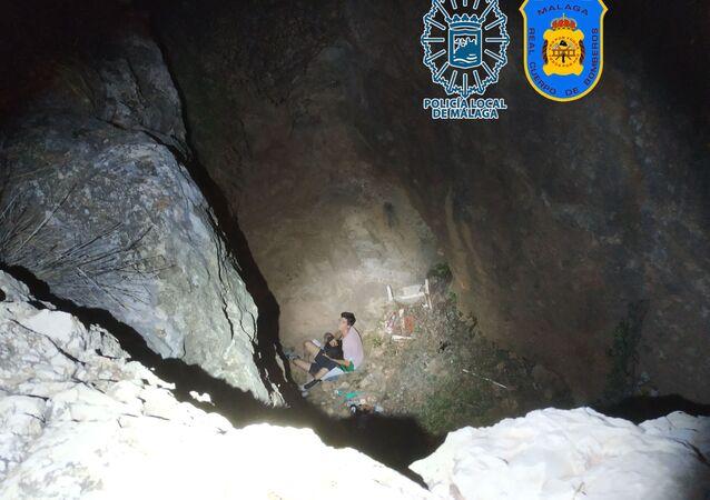 Rescate de joven precipitada al vacío a una oquedad de 7 metros de profundidad
