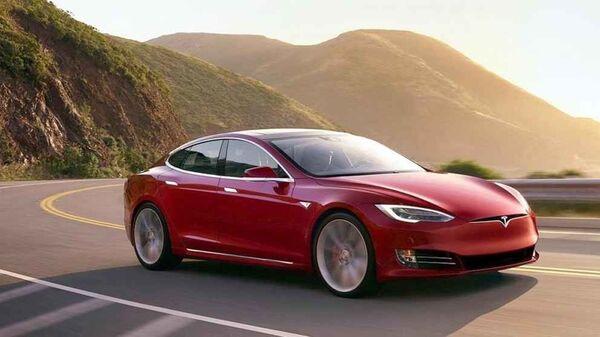 Un Tesla Model S - Sputnik Mundo