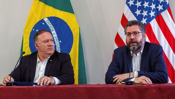 El secretario de Estado de EEUU, Mike Pompeo, y el ministro de Relaciones Exteriores de Brasil, Ernesto Araújo - Sputnik Mundo