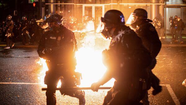 La Policía durante los disturbios en EEUU - Sputnik Mundo