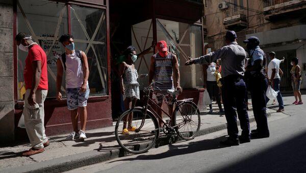 Cubanos durante la pandemia en La habana - Sputnik Mundo