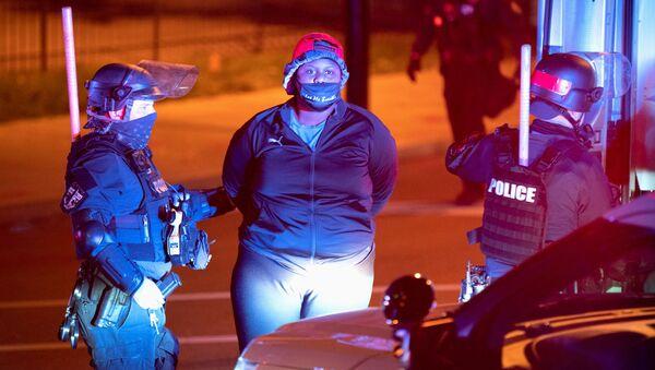 Detenciones durante las protestas en Louisville  - Sputnik Mundo