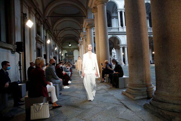Las tendencias de la Semana de la Moda más atípica de Milán - Sputnik Mundo