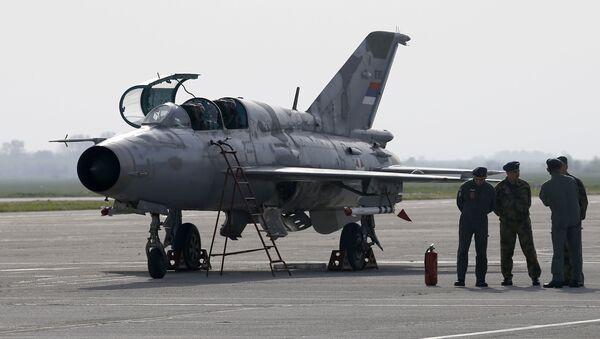 Un avión MiG-21 serbio - Sputnik Mundo