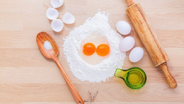 Unos huevos para hacer bollería - Sputnik Mundo