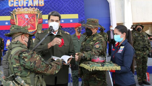 El presidente venezolano, Nicolás Maduro, conmemora 15 años de la instalación de la doctrina militar  - Sputnik Mundo