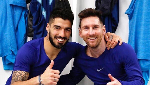El futbolista argentino, Leo Messi, junto al uruguayo, Luis Suárez - Sputnik Mundo