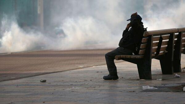 Un vecino de Bogotá durante una protesta - Sputnik Mundo