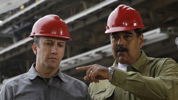 El presidente de Venezuela, Nicolás Maduro, y el ministro de Petróleo, Tareck El Aissami, visitan la Rinconada - Sputnik Mundo