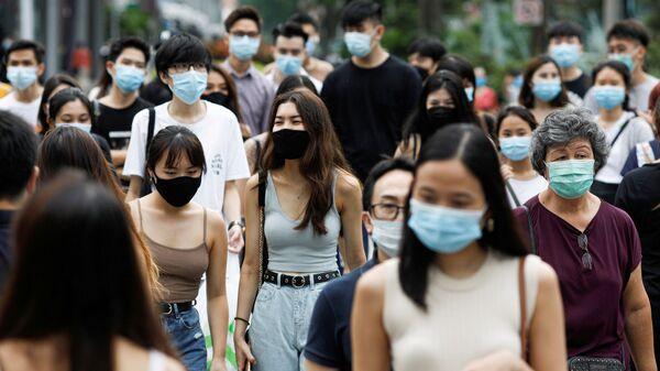 Viandantes en Singapur - Sputnik Mundo