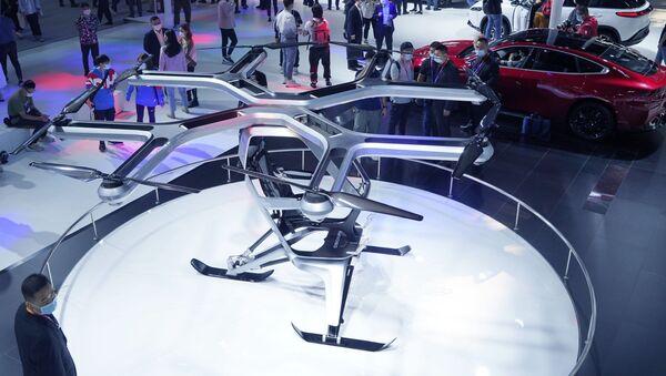 El prototipo de vehículo volador Kiwigogo de Xpeng Motors se exhibe en el Auto China 2020 - Sputnik Mundo