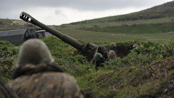 Una posición de artillería en la zona del conflicto en Nagorno Karabaj - Sputnik Mundo