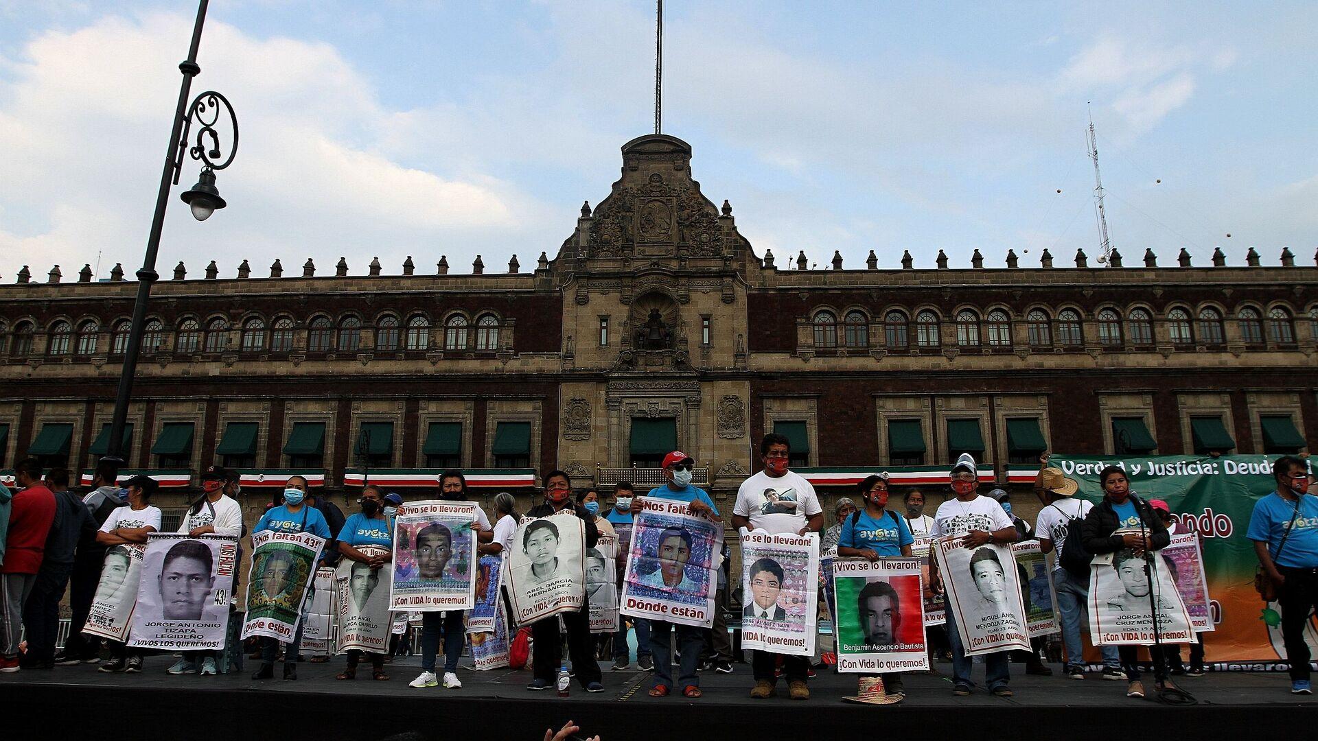Conmemoran en CDMX seis años de la desaparición forzada de los estudiantes de Ayotzinapa - Sputnik Mundo, 1920, 24.05.2021