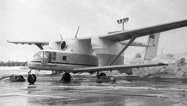 Avión de uso agrícola M-15 - Sputnik Mundo