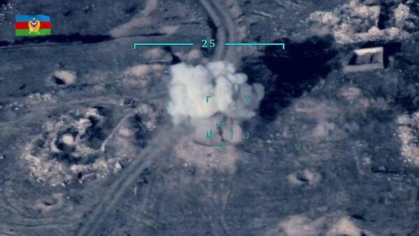 Defensa de Azerbaiyán comparte un vídeo de la destrucción de equipos militares armenios - Sputnik Mundo