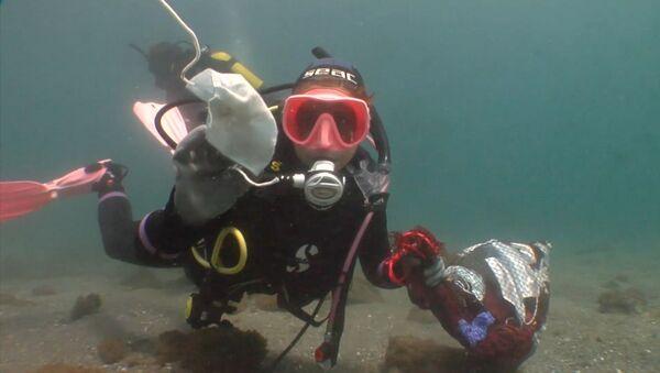 Cientos de voluntarios combaten la suciedad de los fondos marinos españoles - Sputnik Mundo