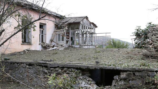 Consecuencias de ataques azeríes en Nagorno Karabaj - Sputnik Mundo