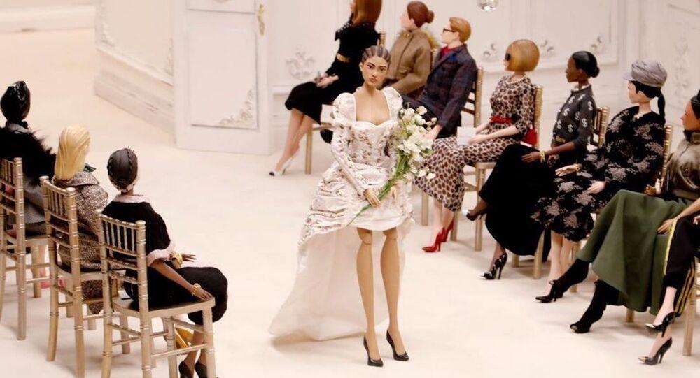 El desfile de marionetas de la marca italiana Moschino