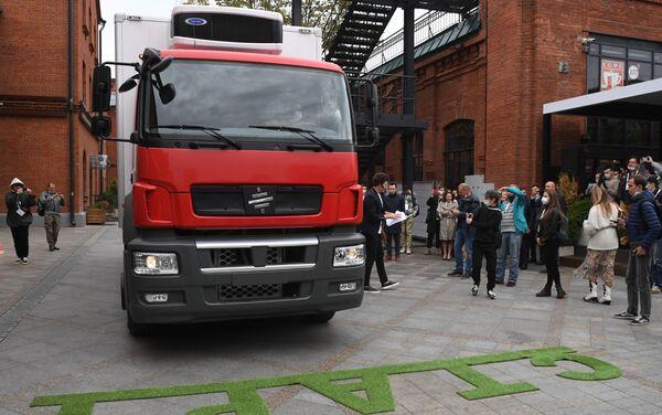 La presentación del camión eléctrico ruso Moskva - Sputnik Mundo