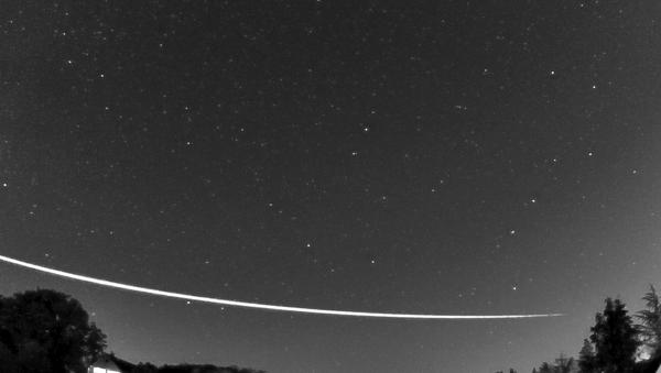Un meteoroide 'rebota' en la atmósfera de la Tierra  - Sputnik Mundo