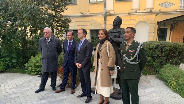 Inauguración de un monumento al descubridor ruso de la Antártida, Fadéi (Fabian Gottlieb) Bellingshausen, en Moscú que se entregará a Brasil - Sputnik Mundo