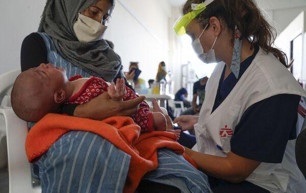 Médicos sin Fronteras atienden tras el incendio en Moria del 9 de septiembre. - Sputnik Mundo