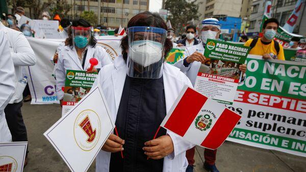Protestas de los profesionales de la salud en Lima, Perú - Sputnik Mundo