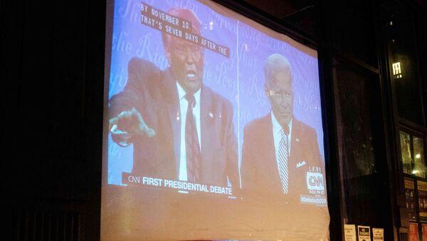 El presidente de EEUU, Donald Trump, y el candidato presidencial, Joe Biden (el primer debate presidencial) - Sputnik Mundo