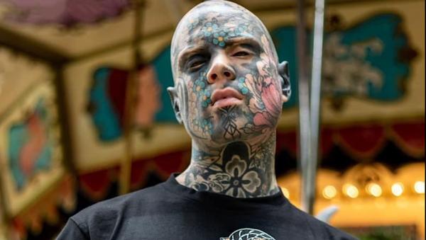 Sylvain Helaine, el hombre más tatuado de Francia y maestro de una escuela - Sputnik Mundo