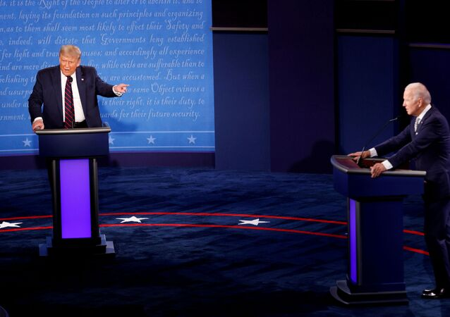 El presidente de EEUU, Donald Trump, y su rival demócrata Joe Biden en el primer debate electoral