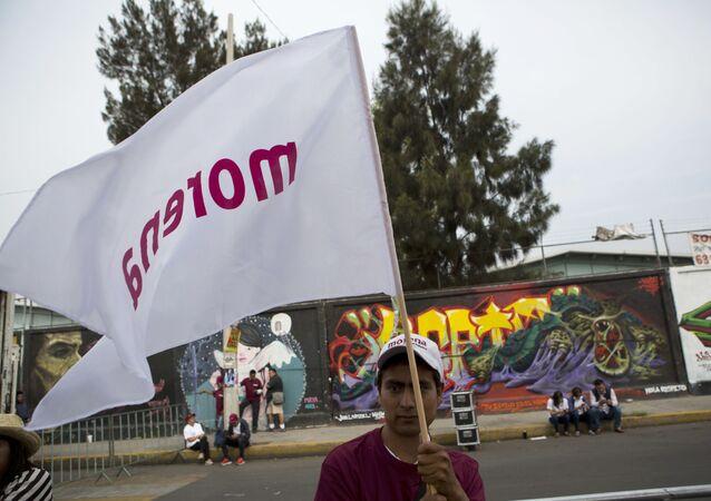 La bandera del partido mexicano Morena