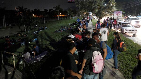 La caravana de migrantes que partió desde Honduras hacia EEUU - Sputnik Mundo
